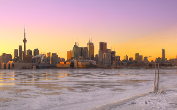 Toronto skyline in the winter