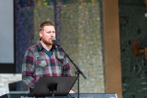 Brad Guldemond leading worship