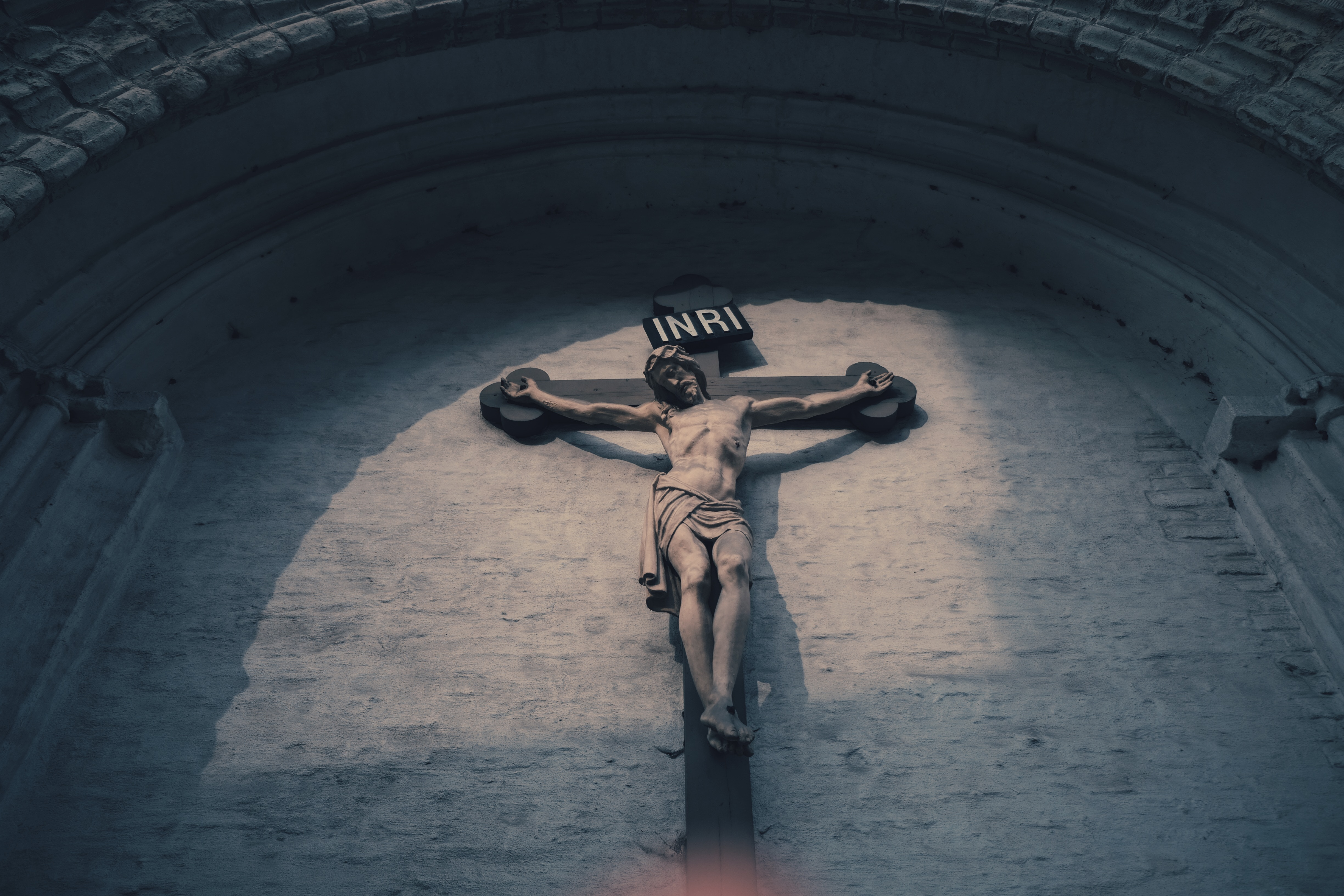 Sculpture of Jesus on the cross. Photo by Thuong Do on Unsplash