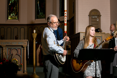 Worship with guitars in the chapel